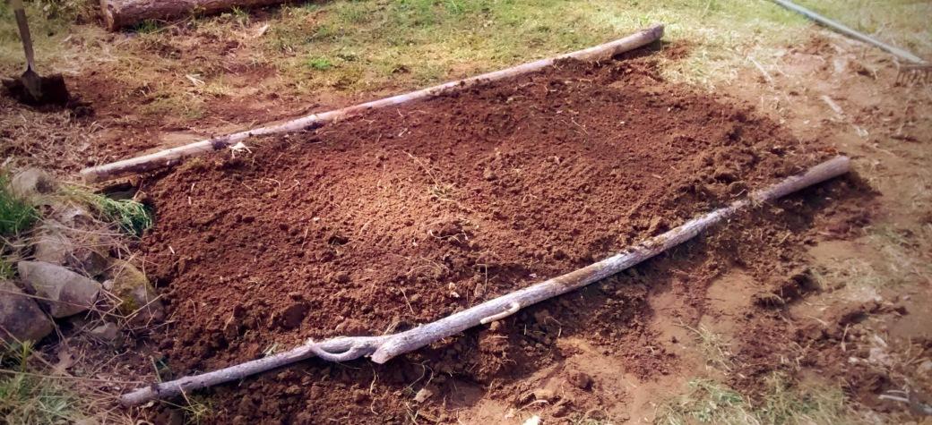 hügelkultur diy raised garden bed how to