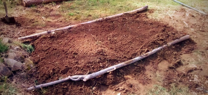 hügelkultur diy raised garden bed how to