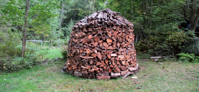 how to build a Holzhaufen or holz hausen circular wood pile