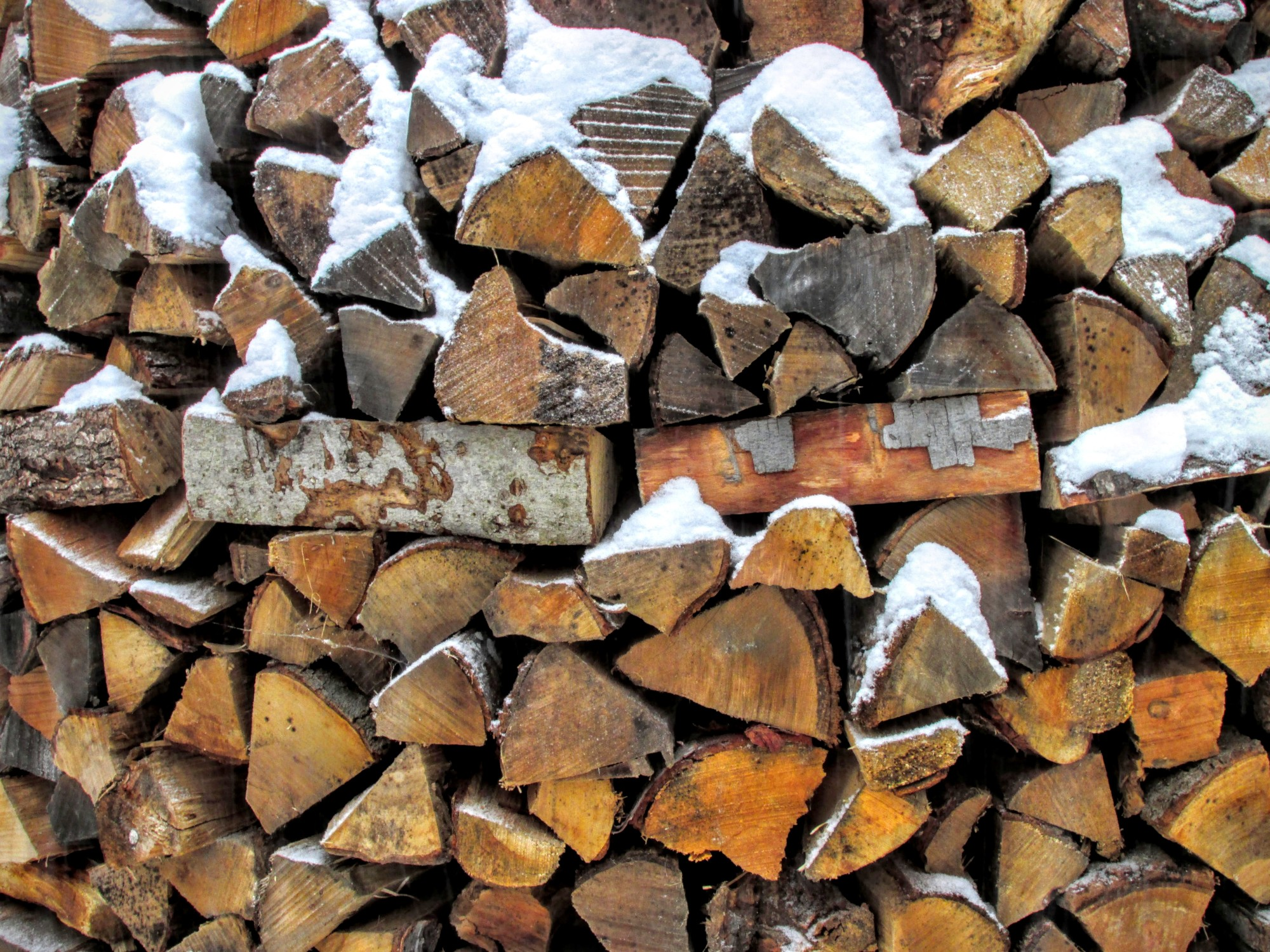 firewood stacked in a round holzhaufen