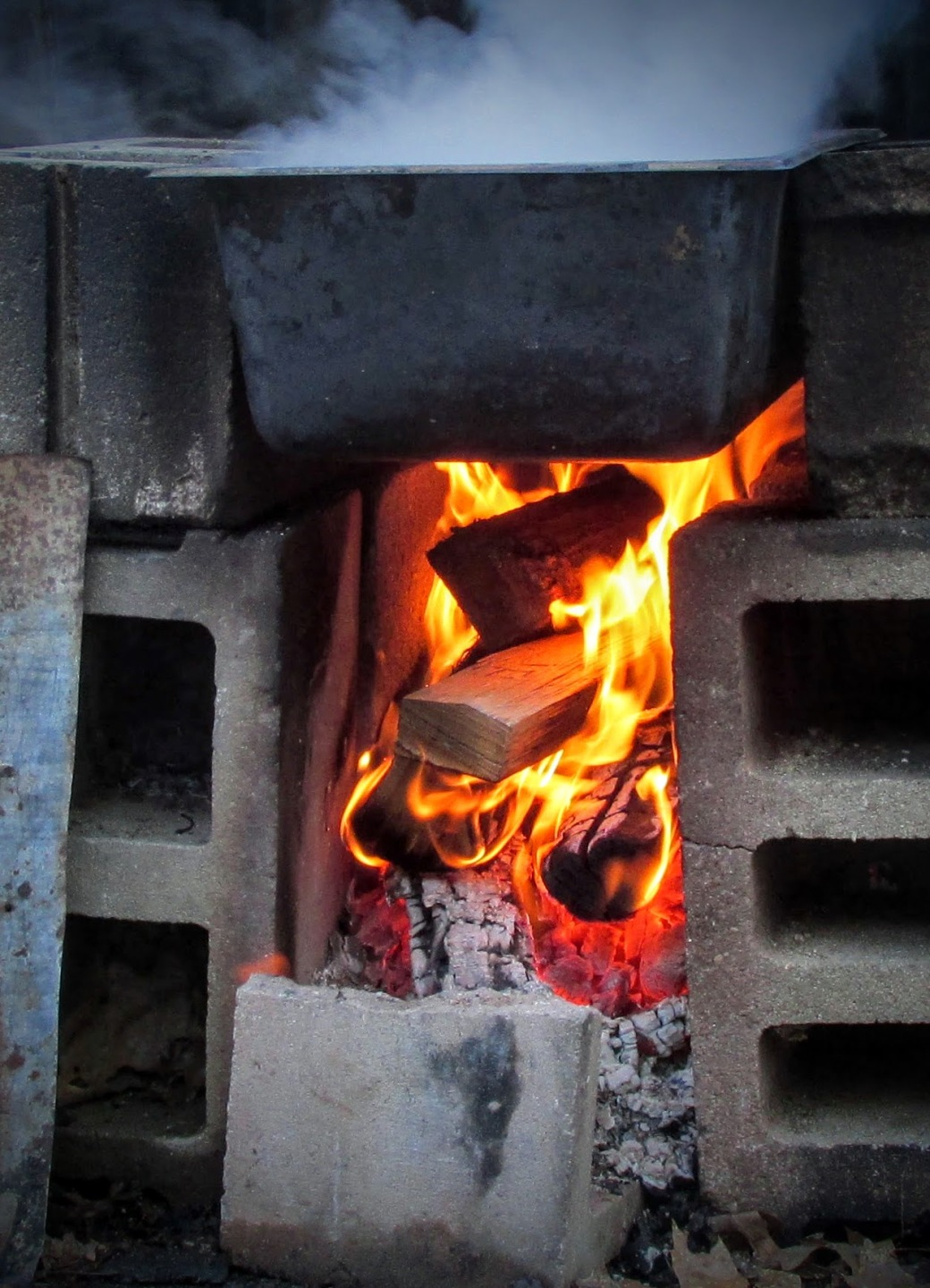 hot fire for evaporating maple sap for maple syrup over open fire without too much smoky flavor