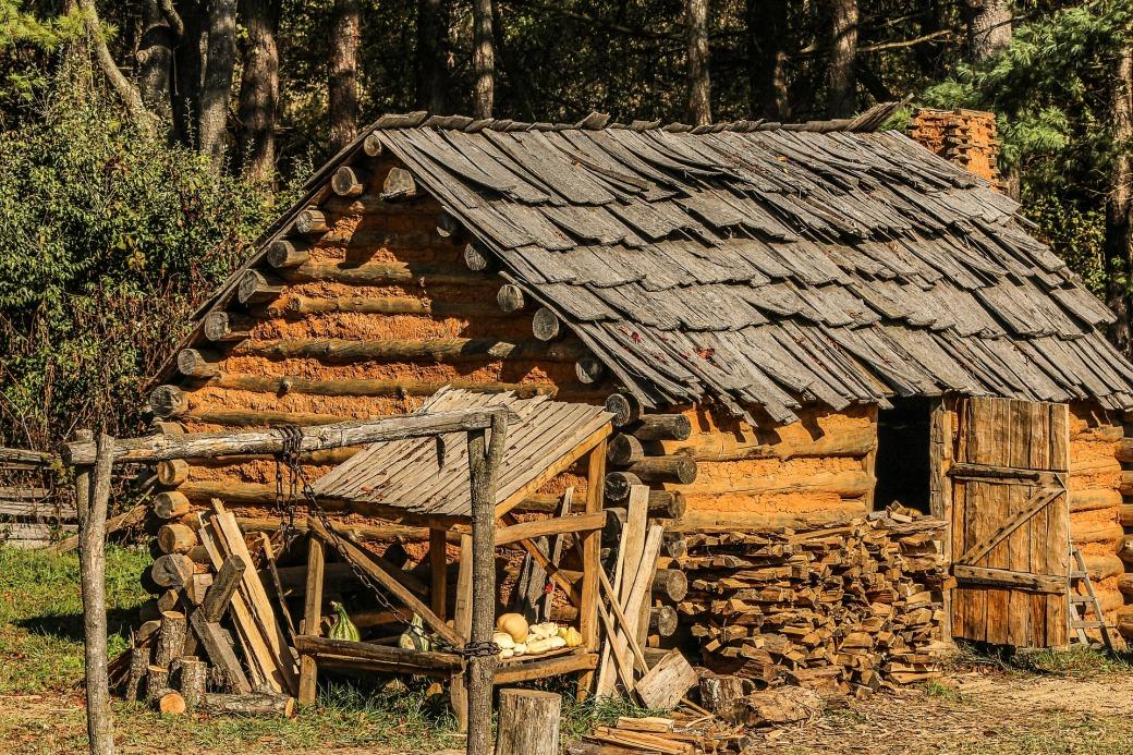 hut-202035_1920